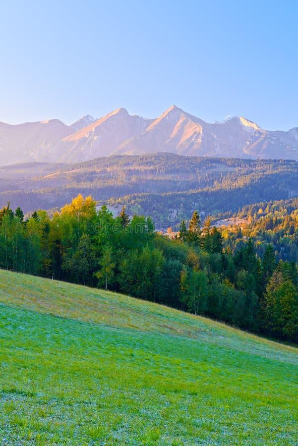 Dawn Over The High Tatra berg. Carpathians Podhale, Polen arkivbilder