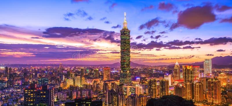 Dawn Scenery av den Taipei staden royaltyfri foto