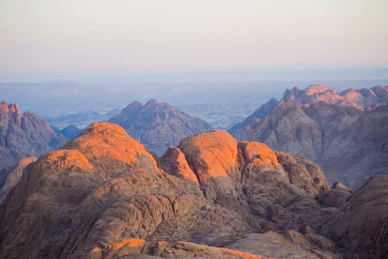 Dawn Summit vroege ochtend in het hooggebergte zet Moses Sinai Egypt op royalty-vrije stock fotografie