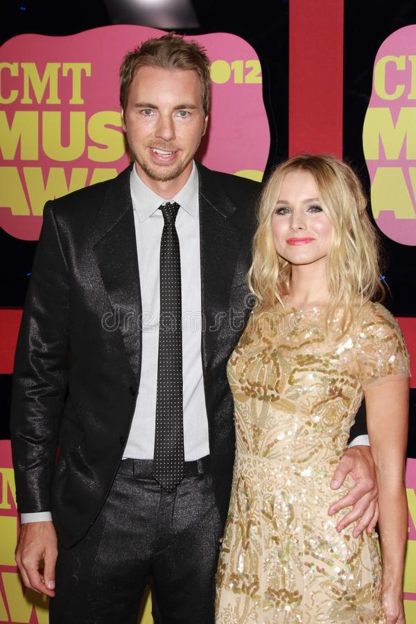 Dax Shepard et Kristen Bell aux 2012 récompenses de musique de CMT, arène de Bridgestone, Nashville, TN 06-06-12 photo stock