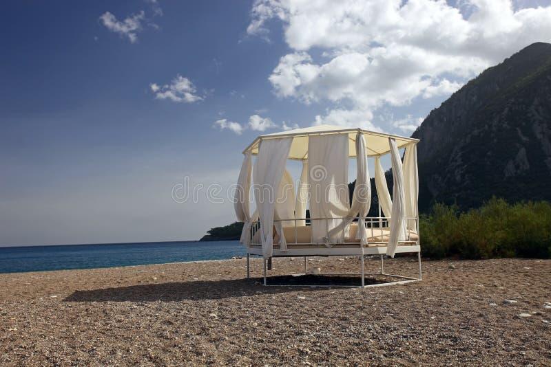 Download Daybed na praia foto de stock. Imagem de couch, ambiente - 16870948