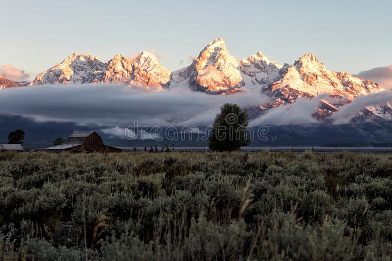 Daybreak op de bergketen van Teton stock fotografie