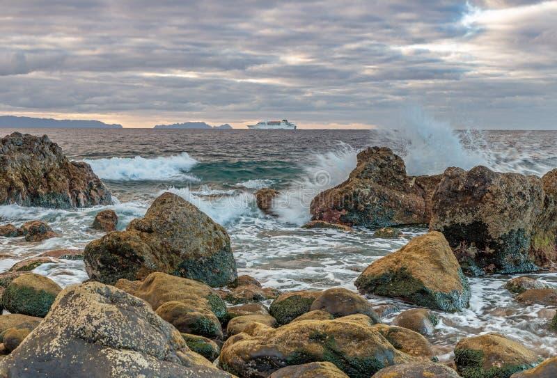 Daybreak op de kust van Madeira stock afbeelding