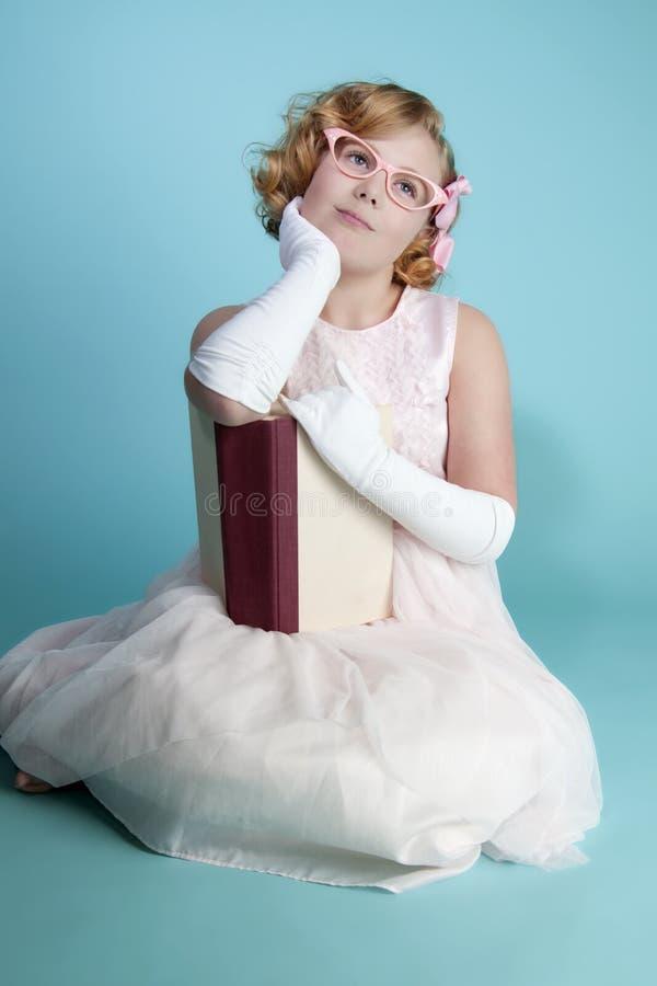 daydreaming девушка немного стоковые фотографии rf