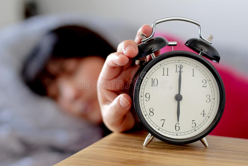 Daylight Saving Time mulher acordando imagens de stock