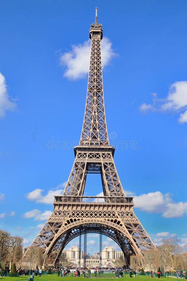 Daylight view of the eiffel tower la tour eiffel is an - Image de tour eiffel ...