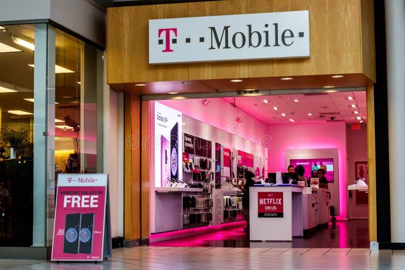 Dayton - Circa April 2018: Trådlöst lager för T-Mobile detaljhandel Deutsche Telekom är aktieägaren för majoriteten för T-Mobile  arkivfoto