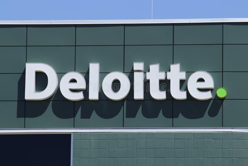 Dayton - circa aprile 2018: Il locale Deloitte tassa ed ufficio consultivo Deloitte è una rete di servizi professionali multinazi fotografia stock libera da diritti