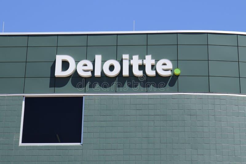 Dayton - circa aprile 2018: Il locale Deloitte tassa ed ufficio consultivo Deloitte è una rete di servizi professionali multinazi immagine stock libera da diritti