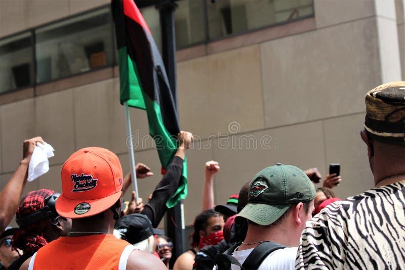 Dayton, OH/Stati Uniti - 25 maggio 2019: 600 protestatari si radunano contro membri riferiti i 9 di un KKK fotografie stock