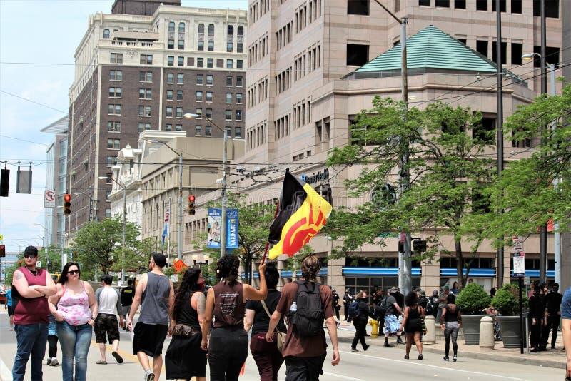Dayton, OH/Verenigde Staten - Mei 25 2019: 600 protestors verzamelen tegen een gemelde 9 KKK-leden stock foto