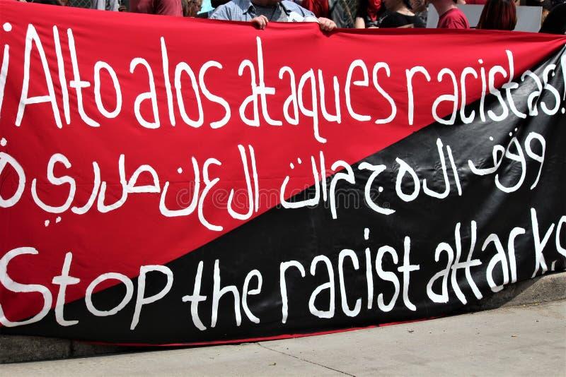 Dayton, OH/Verenigde Staten - Mei 25 2019: 600 protestors verzamelen tegen een gemelde 9 KKK-leden royalty-vrije stock afbeelding