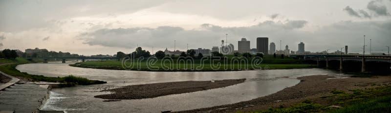 Dayton Skyline am Fluss lizenzfreies stockbild
