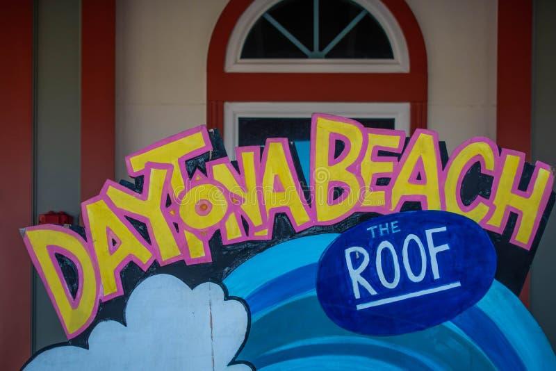 Daytona海滩顶视图和在缅街码头的屋顶标志 免版税库存照片