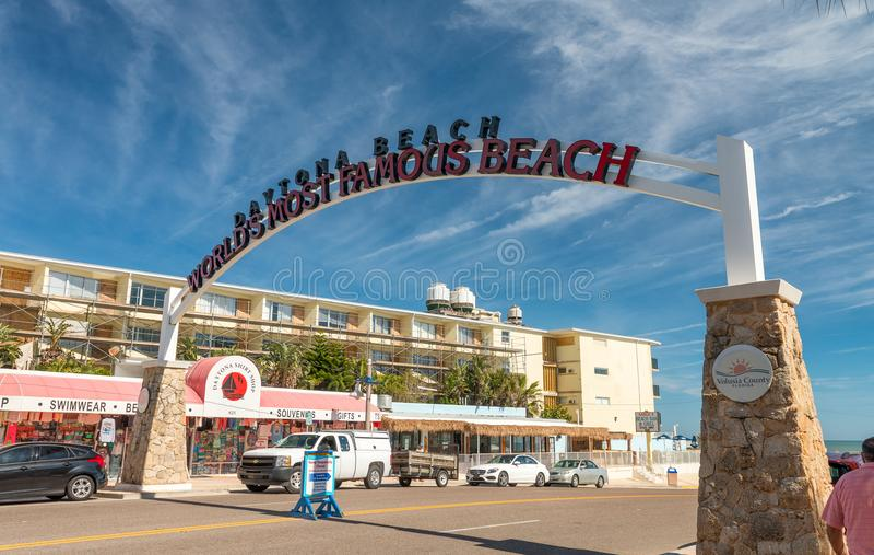 DAYTONA海滩, FL - 2016年2月17日:海滩路入口  d 免版税库存照片