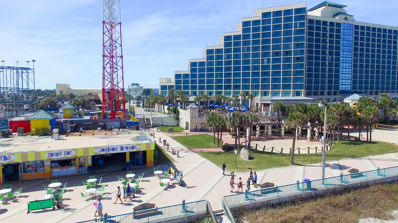 DAYTONA BEACH, FL - FEBRERO DE 2016: Opinión aérea de la ciudad Daytona Bea imagen de archivo