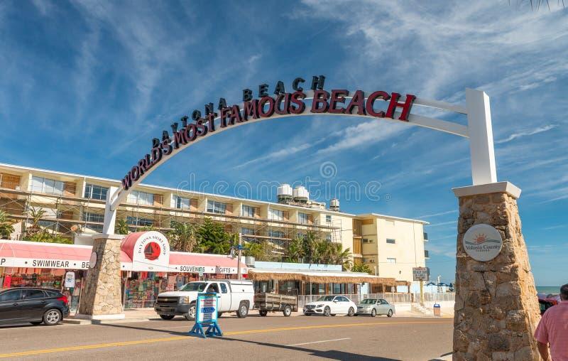 DAYTONA plaża FL, LUTY, - 17, 2016: Wejście plażowa droga d zdjęcie royalty free