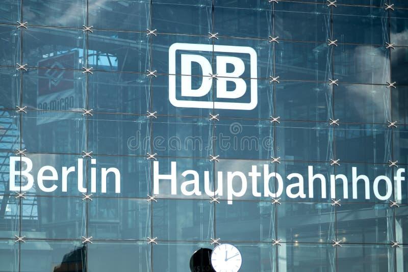 DB Deutsche Bahn Hauptbahnhof główna stacja kolejowa w Berlin fotografia royalty free