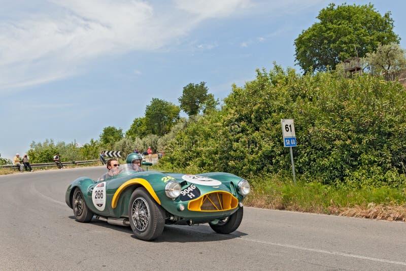 DB 3 S de Aston Martin do vintage (1953) em Mille Miglia 2014 foto de stock royalty free
