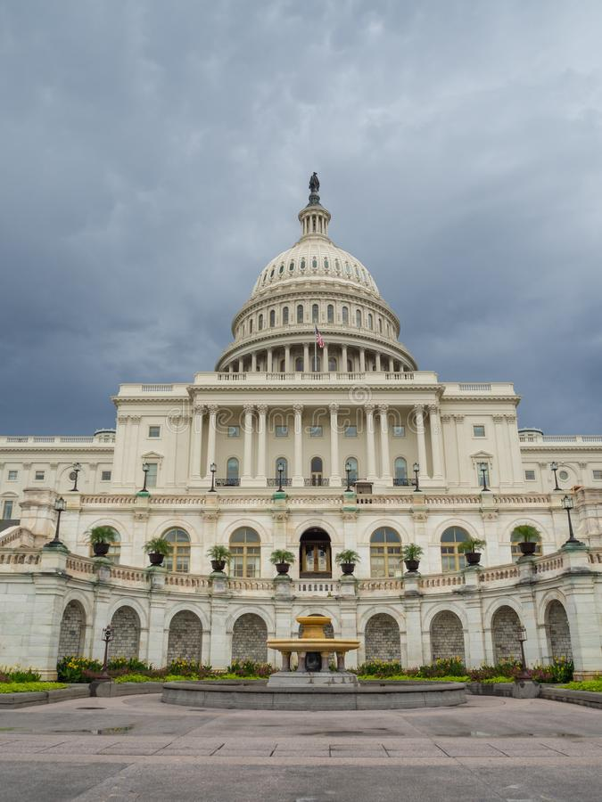 DC Вашингтона, округ Колумбия [здание капитолия Соединенных Штатов США, тенистая пасмурная погода перед идти дождь, faling сумрак стоковые изображения