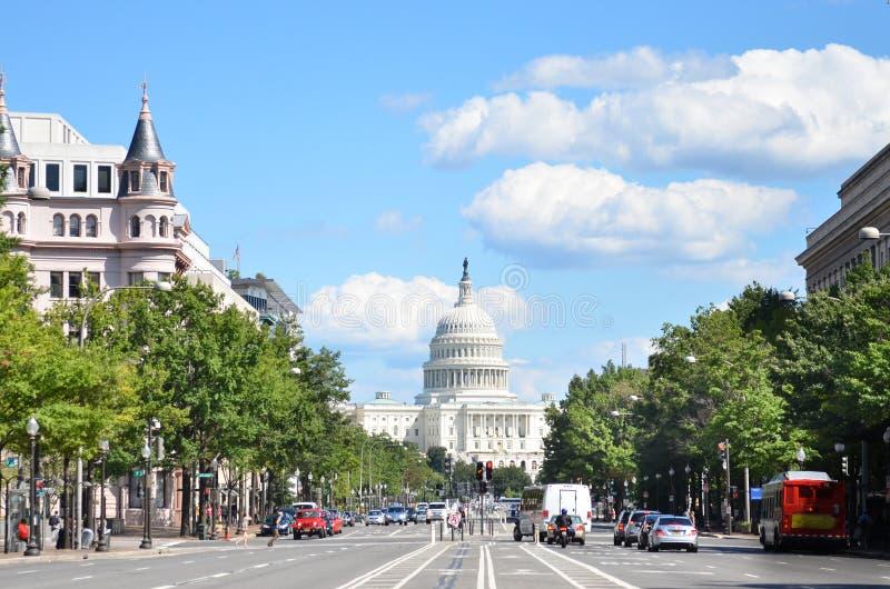 DC Вашингтона, здание капитолия Соединенных Штатов. Взгляд от от бульвара Пенсильвании стоковое фото rf