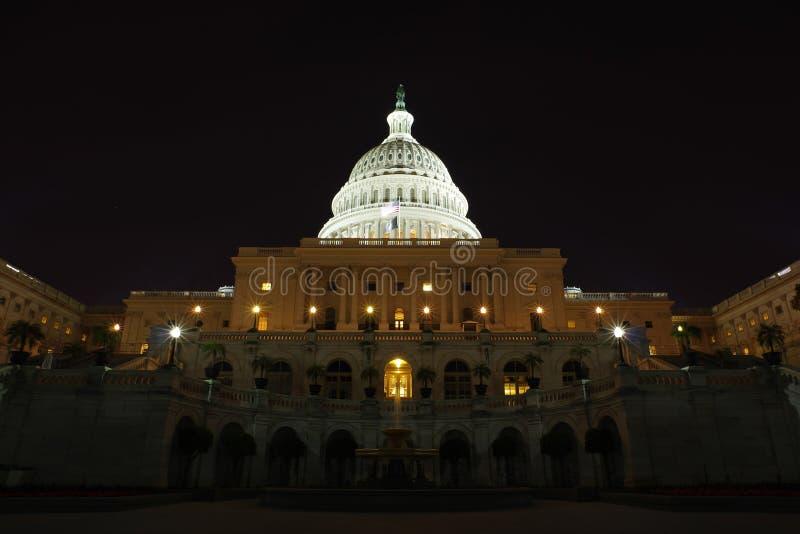 DC Вашингтона капитолия Соединенных Штатов вечером - стоковая фотография