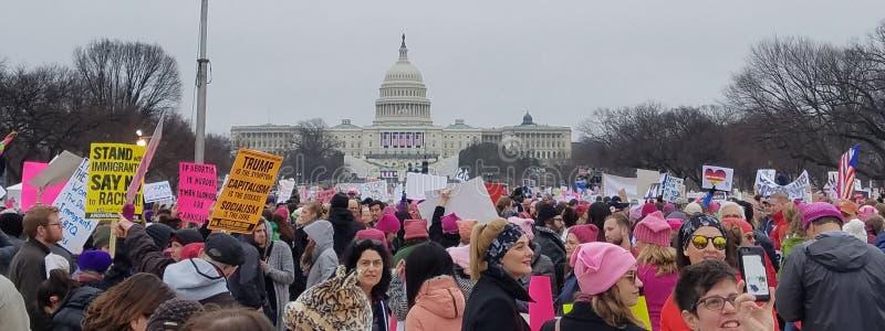DC ВАШИНГТОНА - 21-ОЕ ЯНВАРЯ 2017: ` S март женщин на Вашингтоне стоковые фото