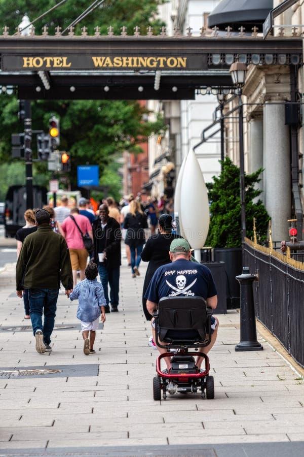 DC ВАШИНГТОНА, США - 9-ОЕ ИЮНЯ 2019: Ежедневная жизнь на улицах города - изображение людей стоковое фото