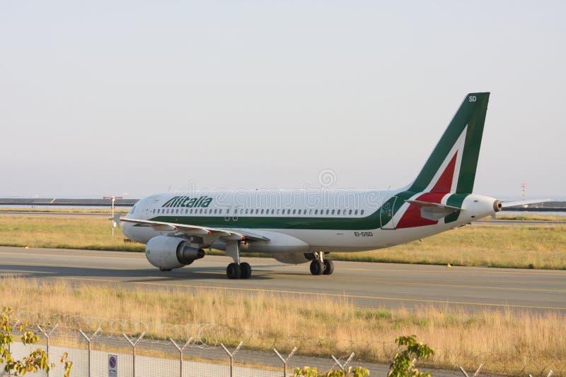 Dc9 Alitalia-vliegtuig tijdens het landen royalty-vrije stock afbeeldingen