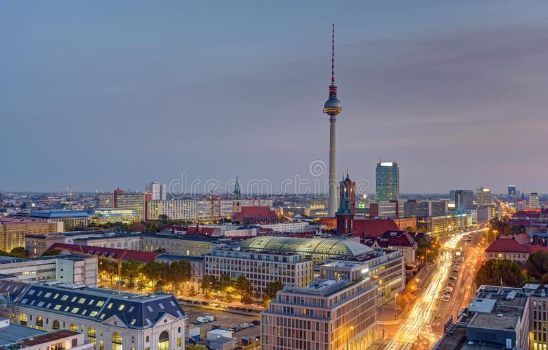 DDawn över centrala Berlin royaltyfri fotografi