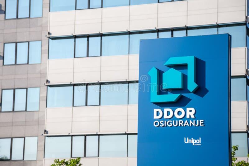 DDOR Osiguranje asekuracyjny logo na ich głównym biurze w Serbia DDOR Novi Sad jest Serbskim firmą ubezpieczeniową obraz royalty free