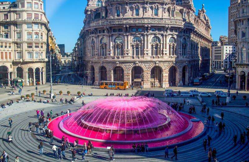 De法拉利广场全景在热那亚,城市的心脏有中央喷泉的, Itsly 免版税库存照片