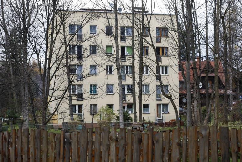 De één bouw van enkelen die woonwijk vormen royalty-vrije stock foto's