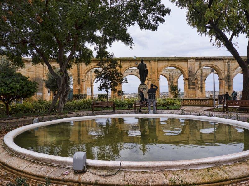 De övreBarrakka trädgårdarna i Valletta Malta royaltyfria bilder