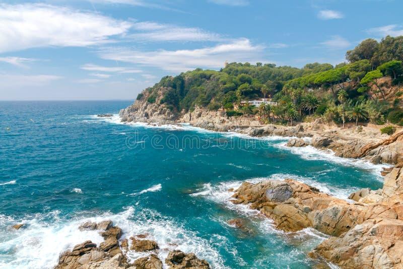Download De 3月tossa 肋前缘Brava海岸线 库存图片. 图片 包括有 异乎寻常, 海运, 植物群, 海岸 - 72352771