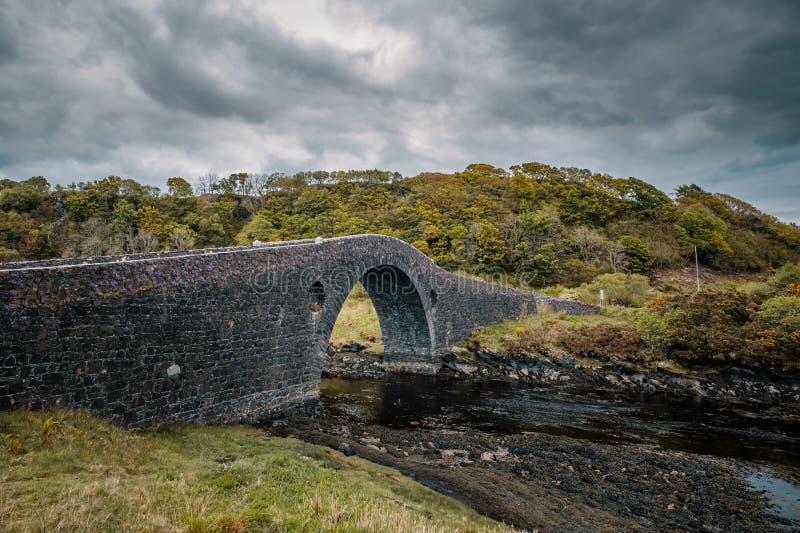 De aaneenschakeling Schotland van de Clachanbrug aan Eiland Seil stock foto