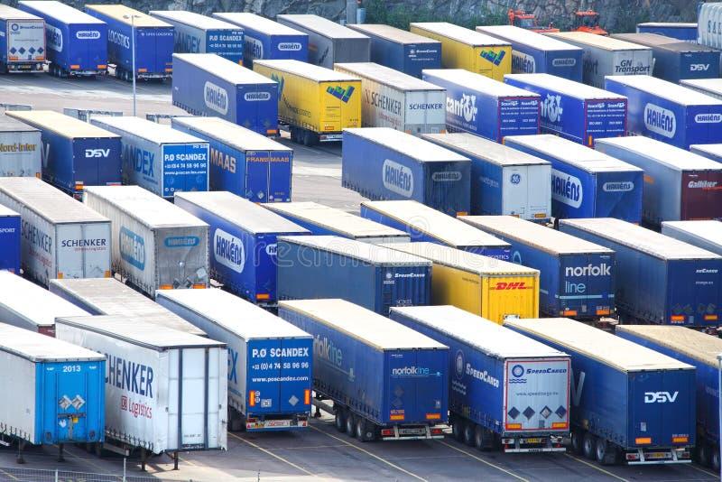 De aanhangwagens van de invoer en van de uitvoer