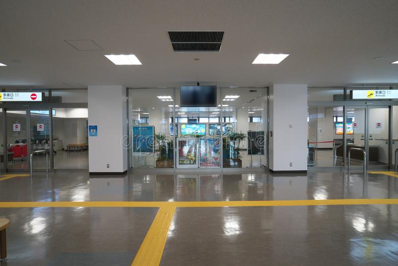 De aankomstpoort van de Amamiluchthaven in Amami Oshima, Kagoshima, Japan stock foto