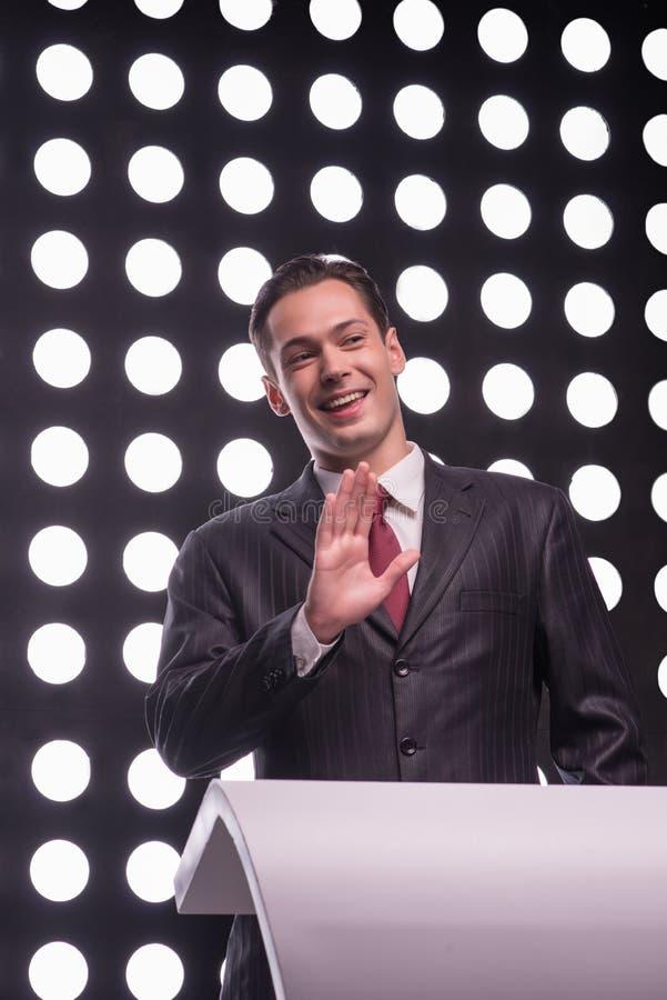 De aantrekkelijke presentator van stertv royalty-vrije stock afbeeldingen
