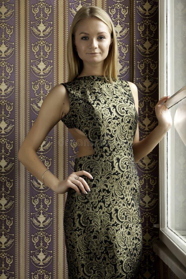 De aantrekkelijke vrouw van het sensualiteit mooie blonde royalty-vrije stock afbeeldingen
