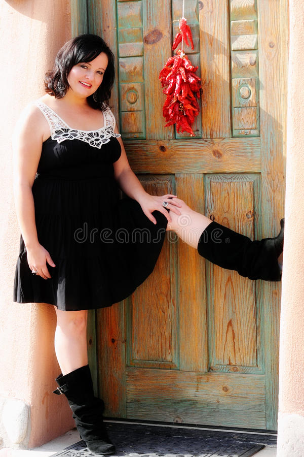 De aantrekkelijke Vrouw van Latina met Chili Ristra royalty-vrije stock afbeeldingen