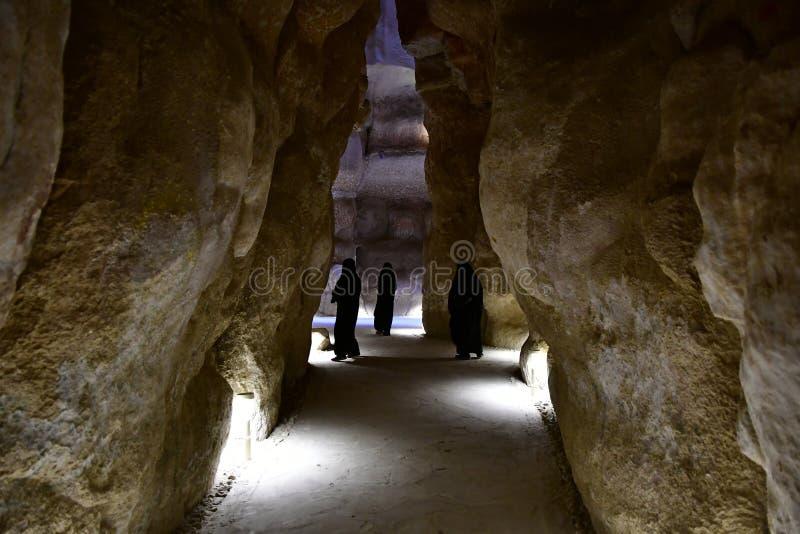 De aantrekkelijkheid voor vele toeristen is Al Qarah Mountain in het Land van Beschaving op Saudi-Arabië stock foto