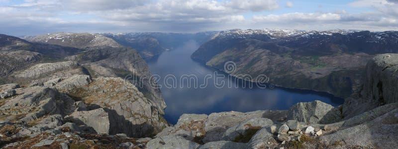 De aard, Preikestolen en Lysefjord van Noorwegen stock foto
