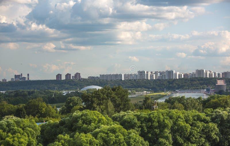 De aard van Moskou, wolken, hemel stock afbeeldingen