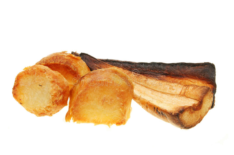 De aardappels en de pastinaak van het braadstuk stock fotografie