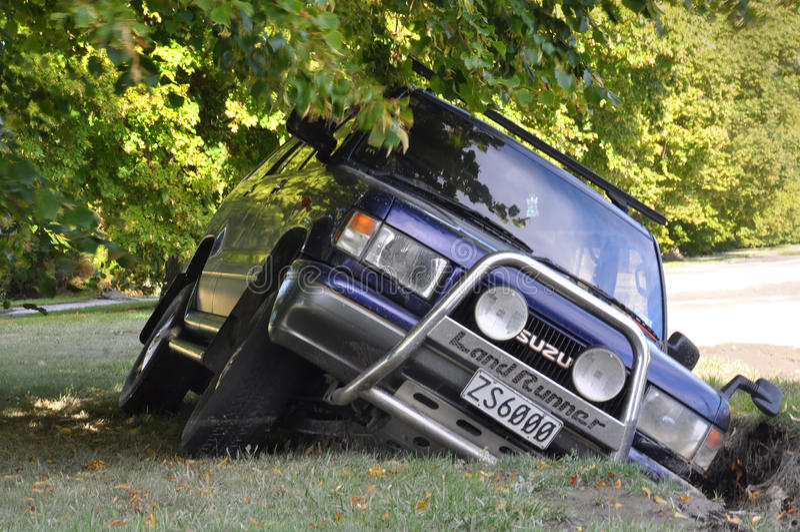 De Aardbeving van Christchurch - de Dalingen van de Auto in Barst royalty-vrije stock fotografie