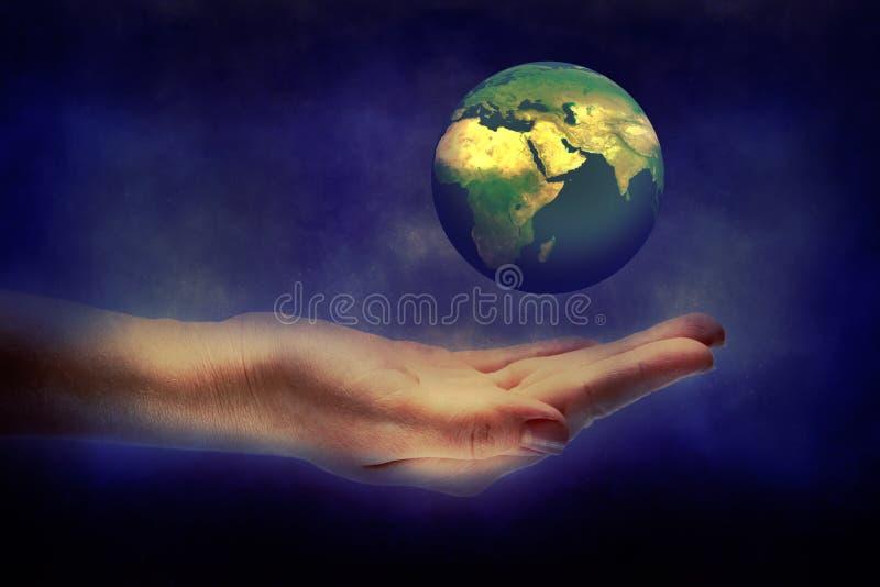 Download De Aarde Van De Handholding Stock Foto - Afbeelding bestaande uit heelal, milieu: 39118708