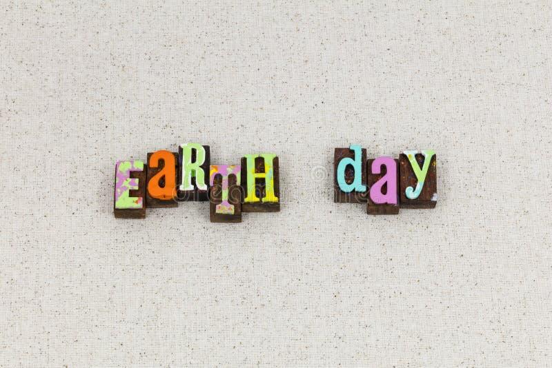 De aardedag bewaart het letterzetsel van het planeetmilieu royalty-vrije stock afbeeldingen