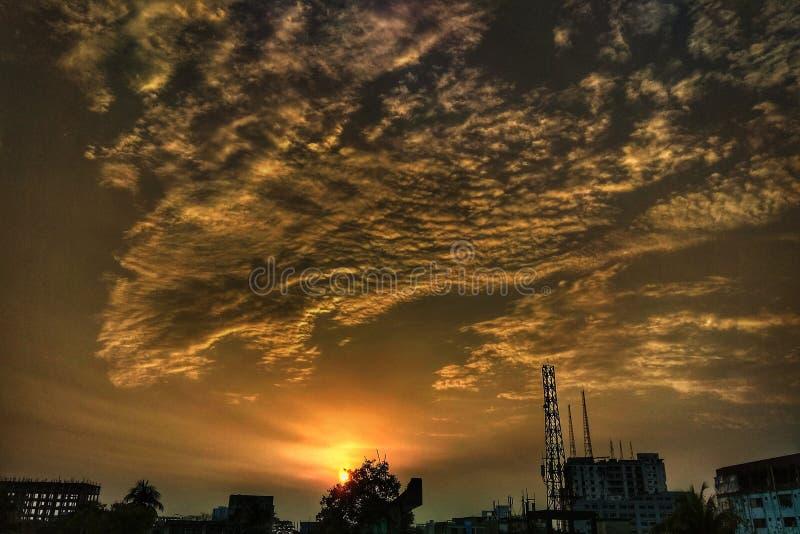 de aardschoonheid van de hemelzonsondergang stock afbeeldingen