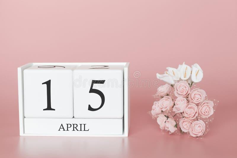 15 de abril Dia 15 do m?s Cubo do calend?rio no fundo cor-de-rosa moderno, no conceito do neg?cio e em um evento importante fotos de stock